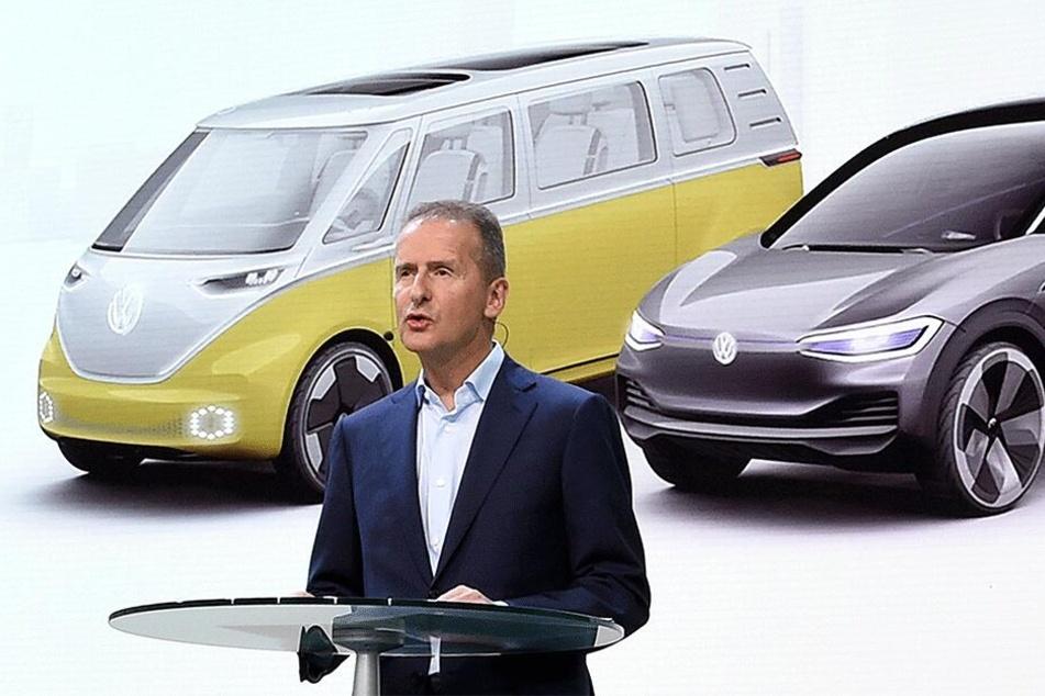 Freut sich auf die neue E-Auto-Generation aus Sachsen: VW-Boss Herbert Diess (60).