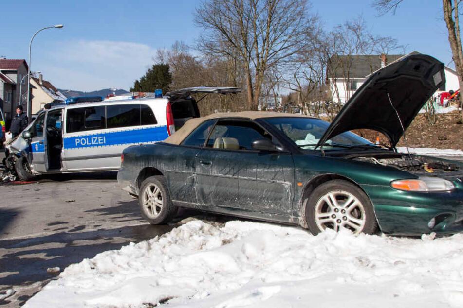Der Wagen konnte erst von einem Verkehrsschild gestoppt werden.