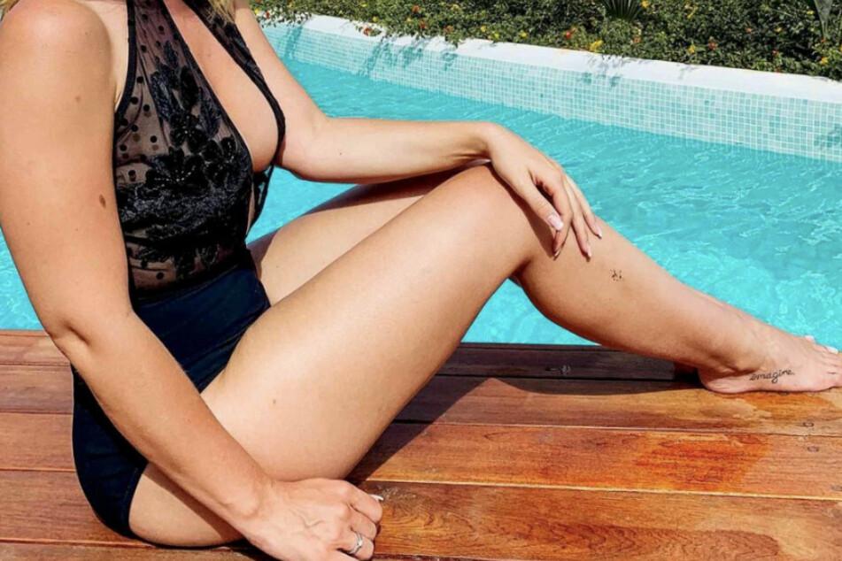 Welcher GZSZ-Star zeigt hier im sexy Badeanzug ihre Traumfigur?