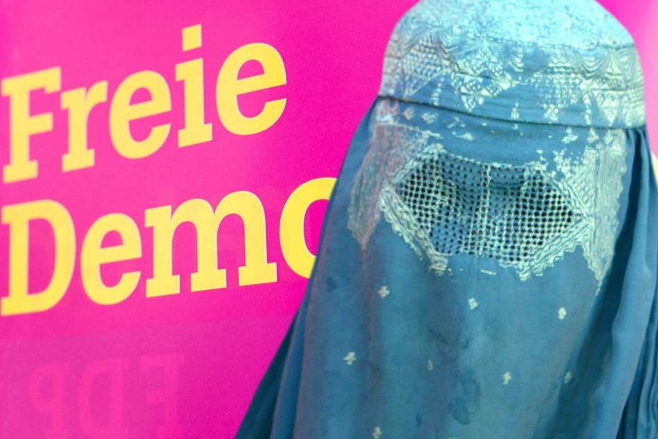 Welchen Zweck verfolgt die FDP-Landtagsfraktion mit ihrer Forderung nach einem gesetzlichen Burka-Verbot an den hessischen Schulen (Symbolbild)?