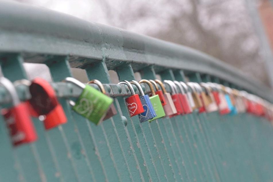 An  den Berliner Brücken finden sich vergleichsweise wenig Liebesschlösser.
