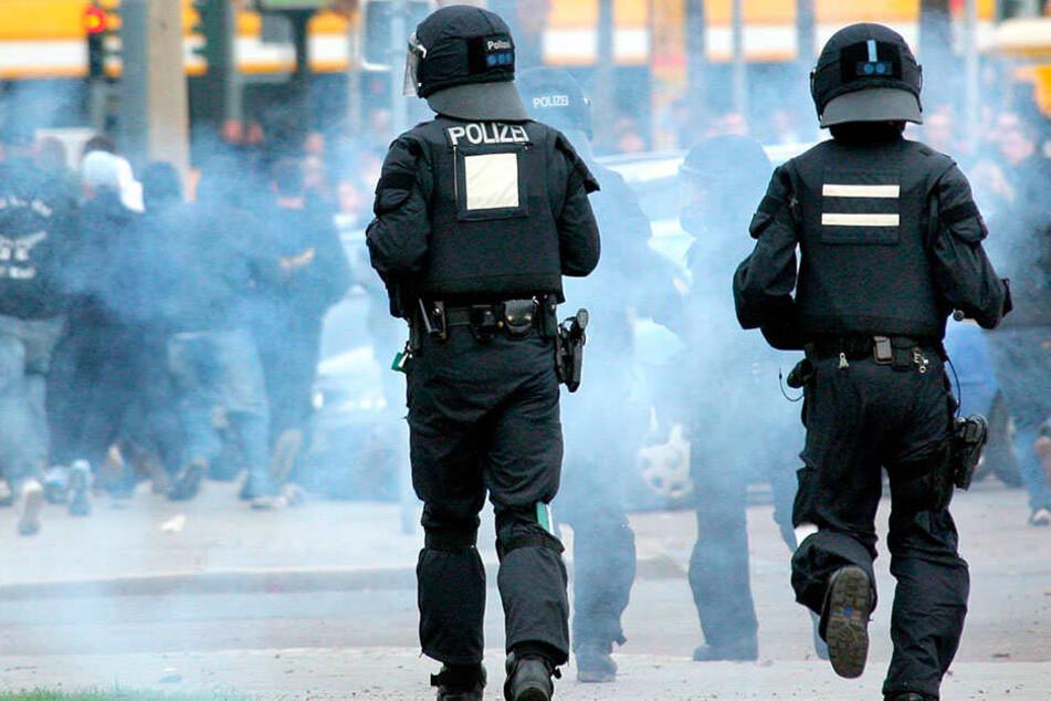 Polizeieinsatz bei einem Spiel von Dynamo Dresden: Die Beschwerdestelle  verzeichnete auch 445 Bitten, Hinweise und Vorschläge.