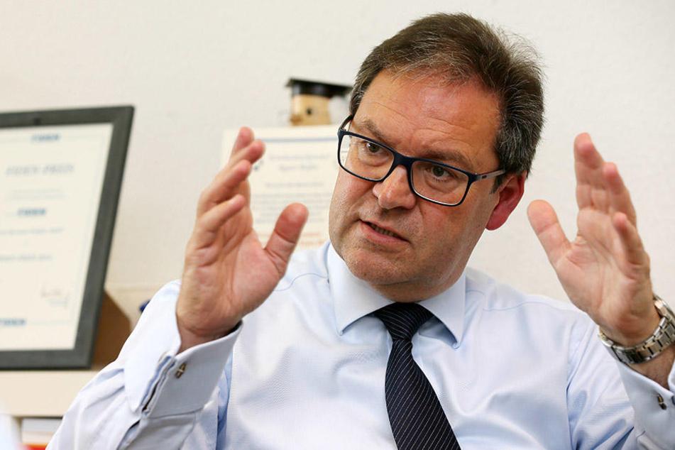 Sachsens Fußball-Präsident Hermann Winkler will die EM 2024 nach Leipzig holen.