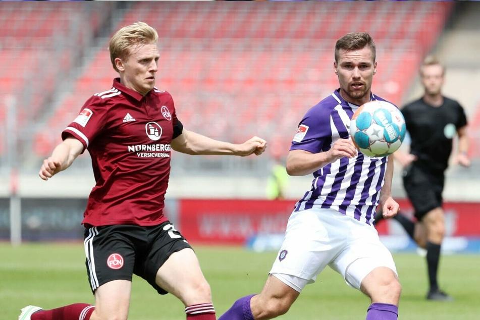 Anthony Barylla (24, r., gegen Nürnbergs Mats Möller-Daehli (26)) spielte immer, kam aber zuletzt im linken Mittelfeld zum Einsatz - nicht seine Position.