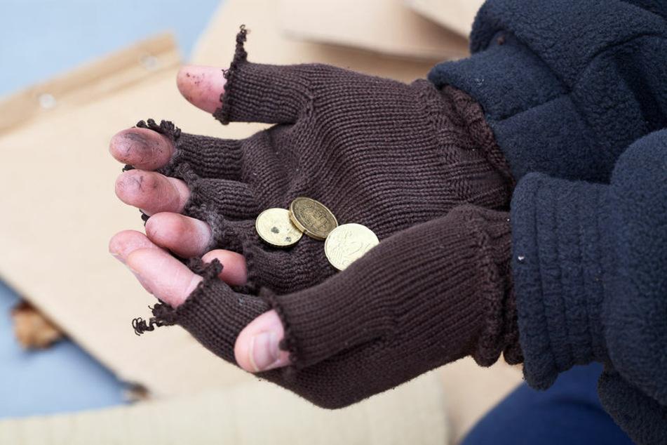 Ein Obdachloser bekam von der Polizei und den örtlichen Behörden eine Wohnung zur Verfügung gestellt
