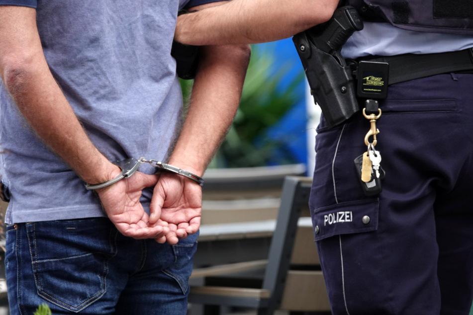Ein 29-Jähriger wurde in diesem Zusammenhang festgenommen. Er sitzt in U-Haft. (Symbolbild)