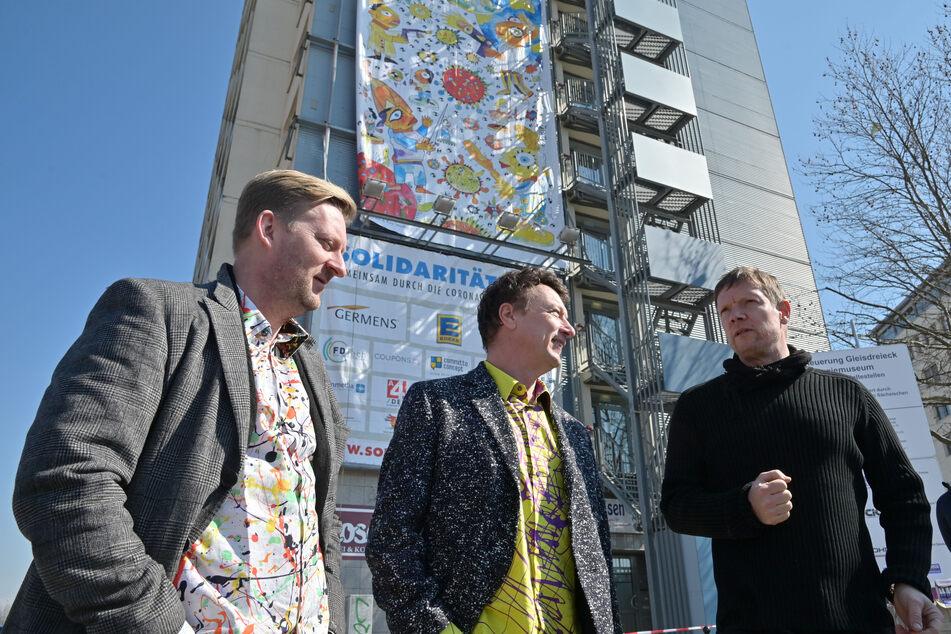 Die Macher der XXL-Kunst: Germens-Modedesigner René König (46, v.l.), Künstler Michael Fischer-Art (51) und Bauunternehmer Kai Schmidt (54).