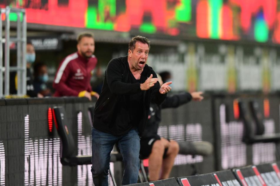 Markus Kauczinski in seiner Coachingzone. Er peitscht wieder einmal sein Team nach vorn.