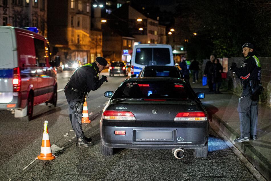 In NRW geht die Polizei wie hier in Wuppertal immer wieder mit Razzien gegen Clankriminalität vor.