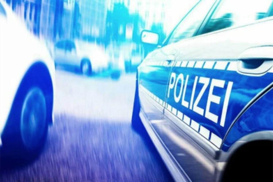 Die Polizei veranlasste eine Spurensicherung am Schaukasten, aus dem die wertvolle Kette samt Anhänger verschwunden ist.