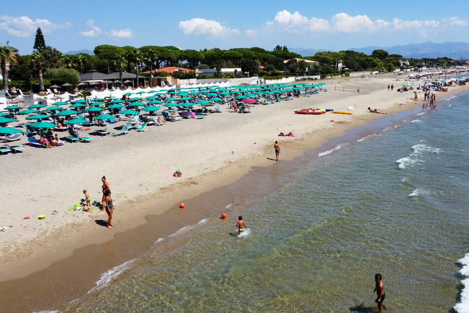 Urlaub an italienischen Stränden zu machen, wird nun wieder leichter: Ab Sonntag gibt es für das Reisen zwischen Deutschland und Italien keine besonderen Beschränkungen mehr.