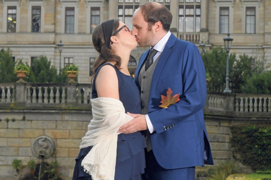 Daniela und Piotr Pazera beim Hochzeitskuss. Die Braut ist guter Hoffnung. Für Februar 2021 hat sich Nachwuchs angekündigt.