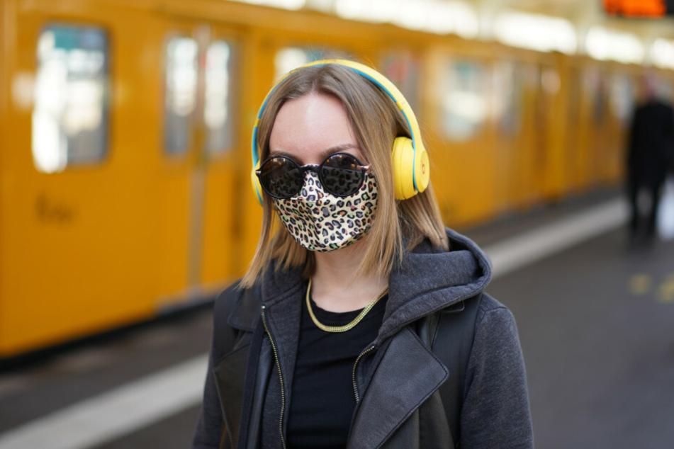 In Berlin gilt ab Montag eine Maskenpflicht in Bussen und Bahnen.