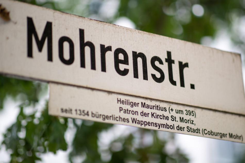 Straßenschild der Mohrenstraße in der Innenstadt Coburgs.