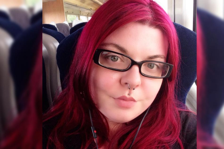 Zoe Montgomerie (30) leidet sehr unter ihren Brüsten.