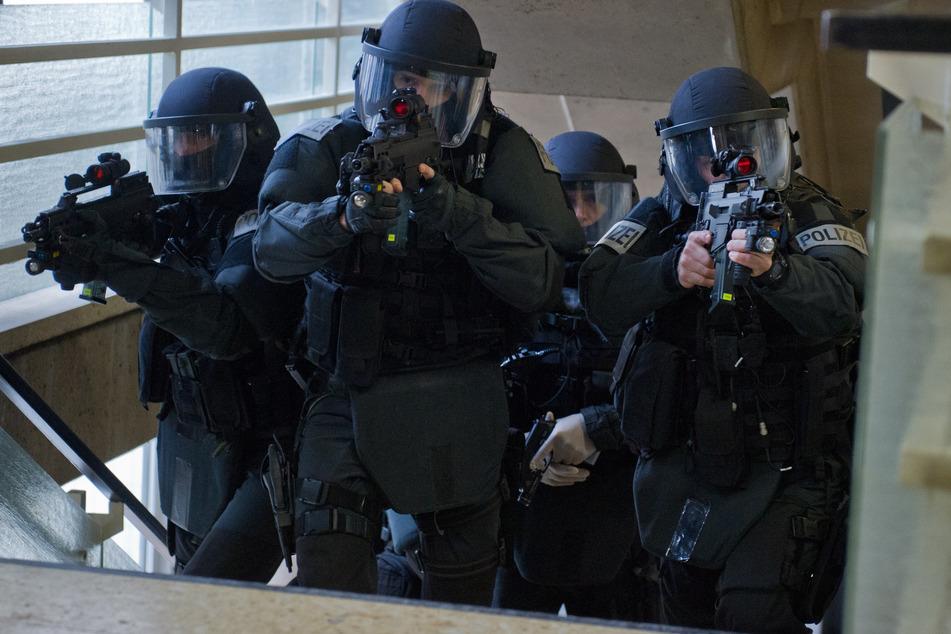 Weil die Polizei vom Ernst der Lage ausging, wurde das SEK in Marsch gesetzt. (Symbolbild)