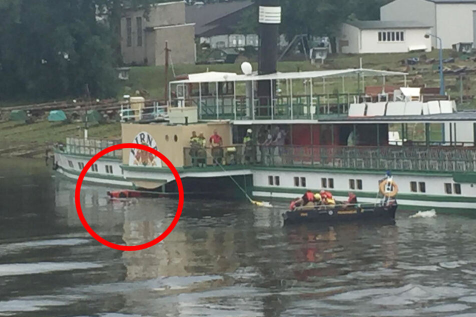 Kanu fährt in Schaufelrad eines Dampfers: Zwei Personen im Krankenhaus