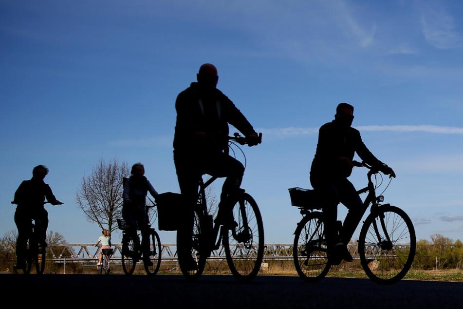 Elberadweg: Radler besprüht Spaziergänger mit Reizgas, weil die keinen Platz machen