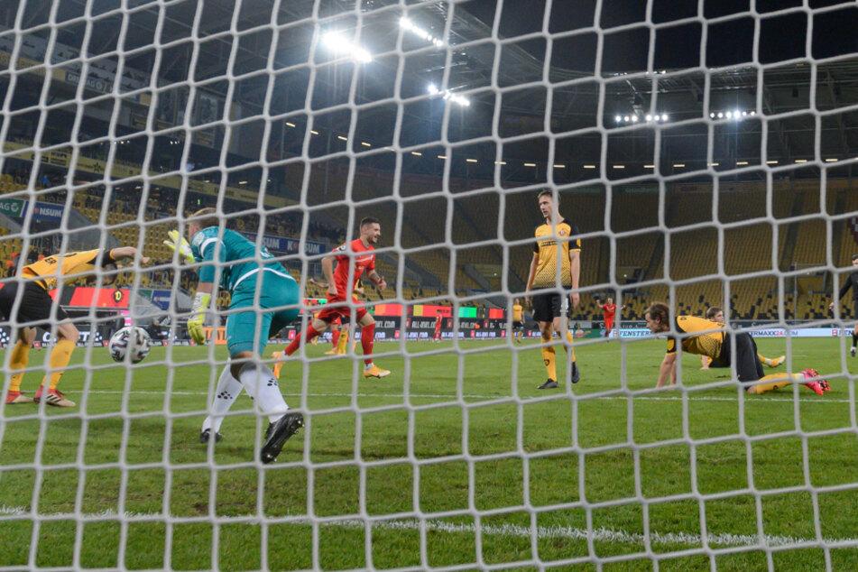 Dynamo ist hinten viel zu anfällig - wie das Gegentor zum 1:2 gegen Zwickau bewies.