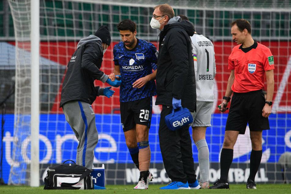 Sami Khedira (33, 2. v. l.) musste im Spiel beim VfL Wolfsburg in der zweiten Halbzeit verletzt ausgewechselt werden.