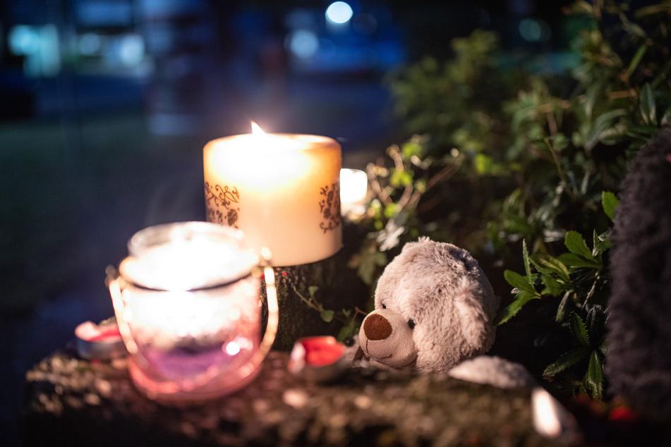 Fünf tote Solinger Kinder sind beigesetzt: Ermittlungen gegen Mutter dauern an