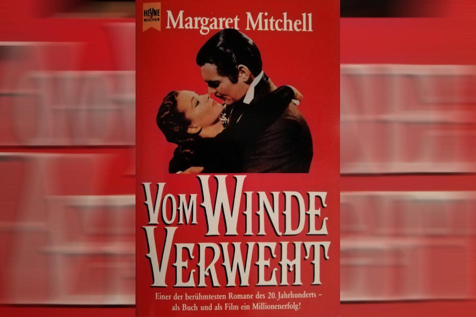 """""""Vom Winde verweht"""" wurde 1936 veröffentlicht und entwickelte sich schon bald zu einem der erfolgreichsten Romane der amerikanischen Literaturgeschichte. Der von David O. Selznick produzierte Film ist einer der bekanntesten Hollywoodfilme und gehört zu den großen Filmklassikern."""