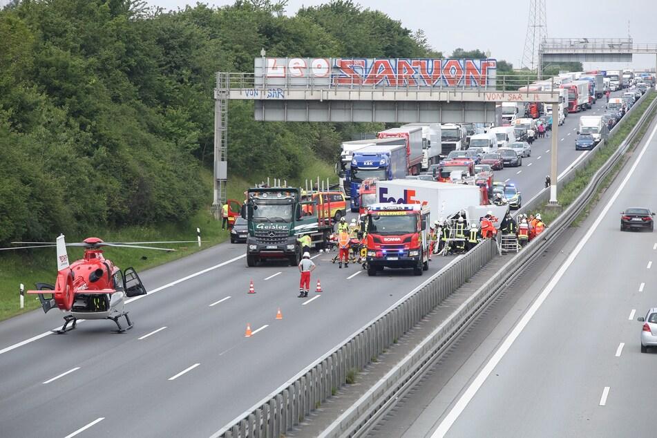 Aufgrund des Unfalls bildete sich auf der A4 ein langer Stau.