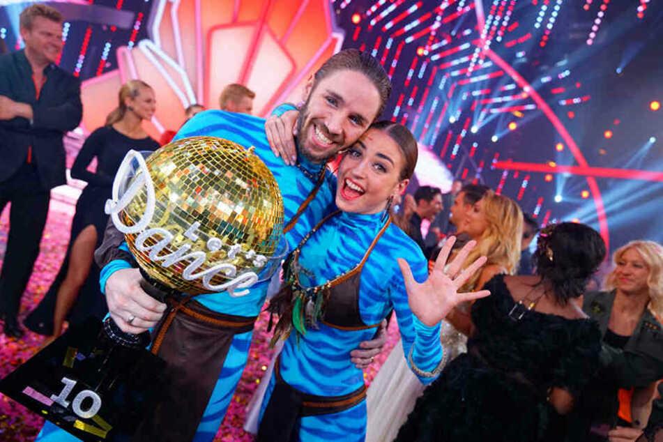 """Gil Ofarim (38) und Tanzpartnerin Ekaterina Leonova (33) schnappten sich 2017 den Sieg bei """"Let's Dance""""."""