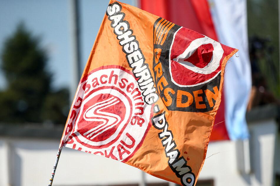 Zwei Freunde in einer Liga - und auf einer Fahne.