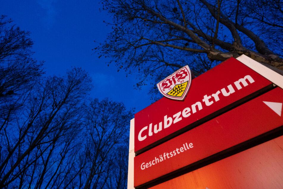 Vor dem Clubzentrum des VfB Stuttgart an der Mercedesstraße wurden Botschaften abgelegt, die eine Nominierung von Claus Vogt zur Präsidentschaftswahl fordern.