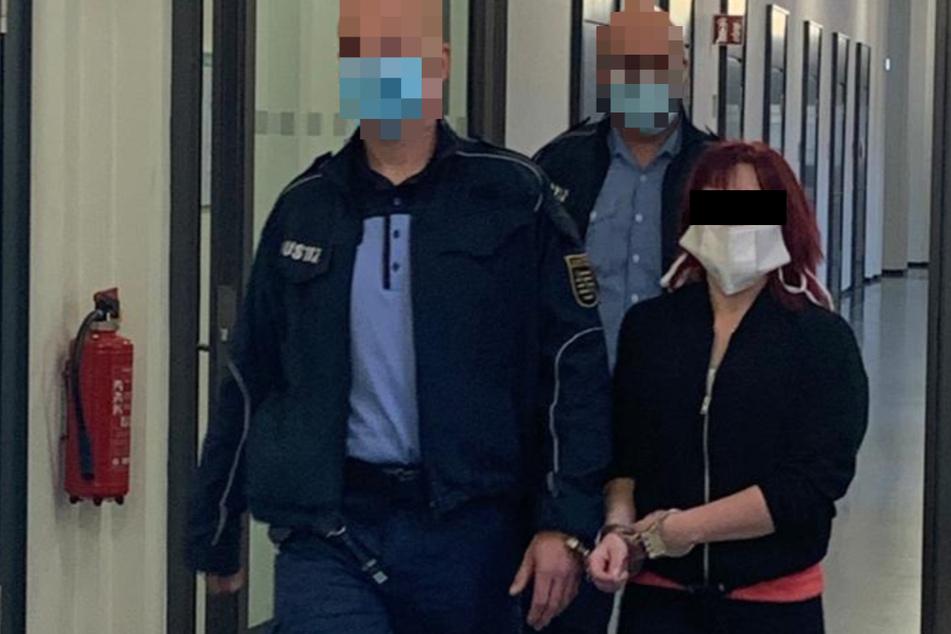 Prozess-Schwänzerin Maria muss in Handschellen vor Gericht
