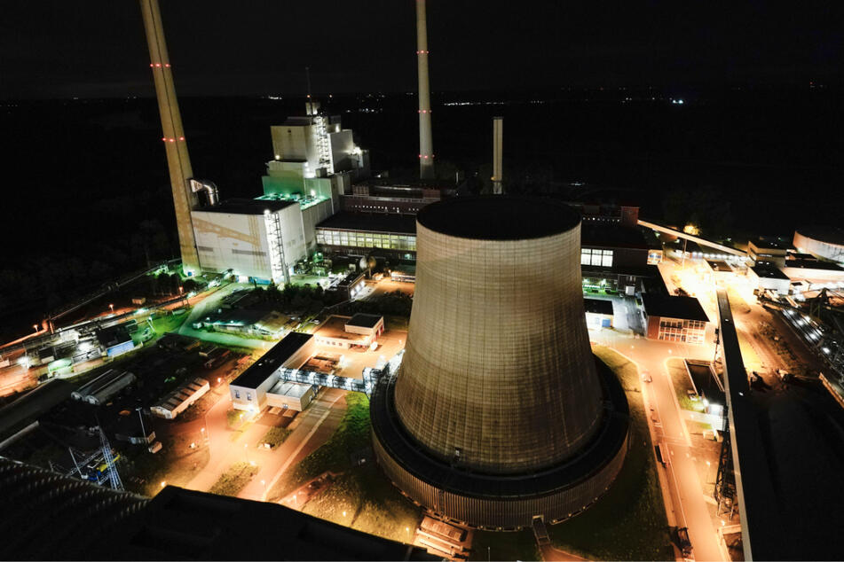 Blick auf den Block 7 des Rheinhafen-Dampfkraftwerks Karlsruhe. In drei Schichten arbeiten die Mitarbeiter hier.