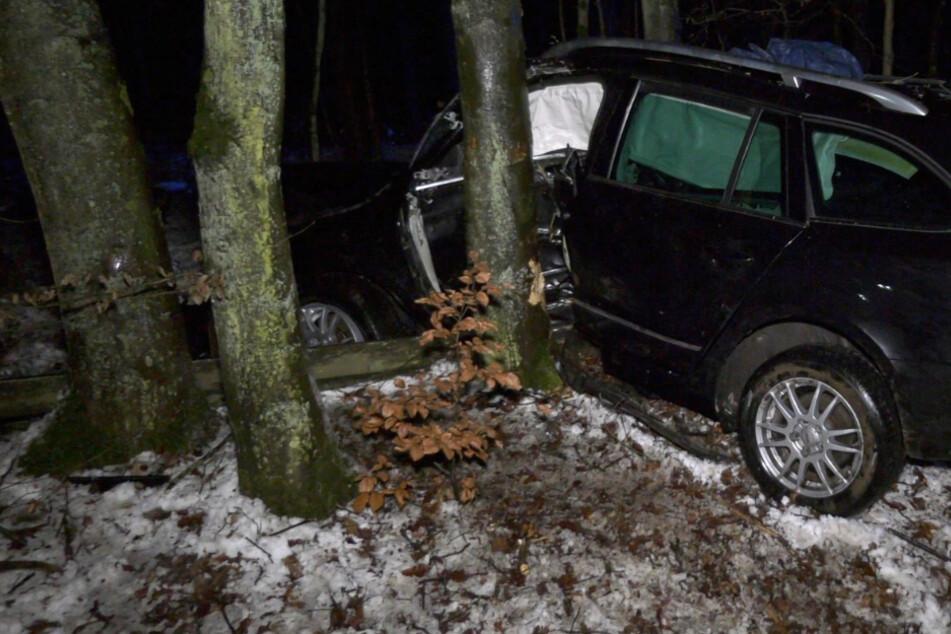 Unfall bei Idstein: Fahrer (33) in Autowrack eingeklemmt und schwer verletzt