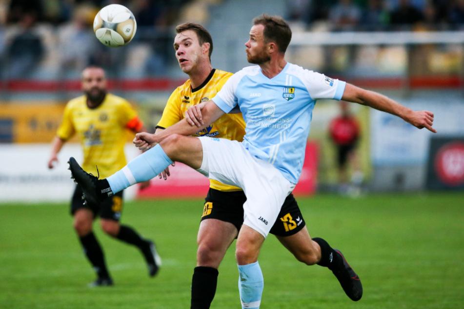 Tobias Müller (v.) erzielte das einzige Chemnitzer Tor in Auerbach, vergab bei der 1:2-Niederlage aber zuvor drei Riesen.