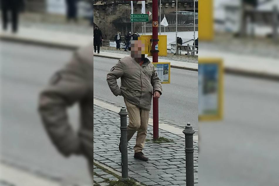 """Claus-Dieter C., Reichsbürger vom """"Bundesstaat Sachsen"""", am Terrassenufer in Dresden."""