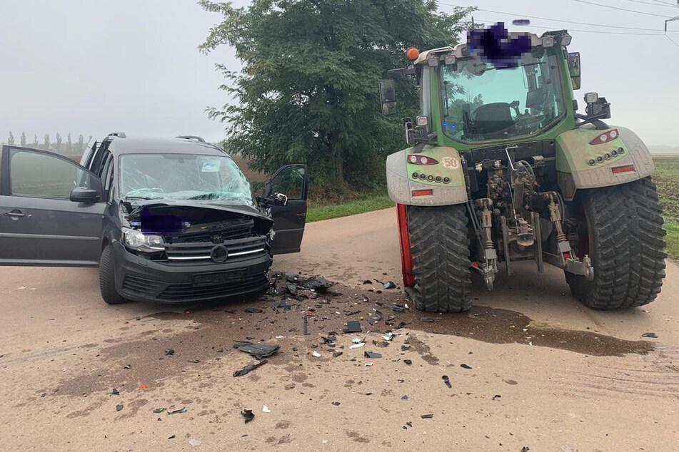 Eine landwirtschaftliche Zugmaschine ist im Landkreis Wittenberg in einen VW-Van gekracht – vier zum Teil Schwerverletzte sind die Bilanz.