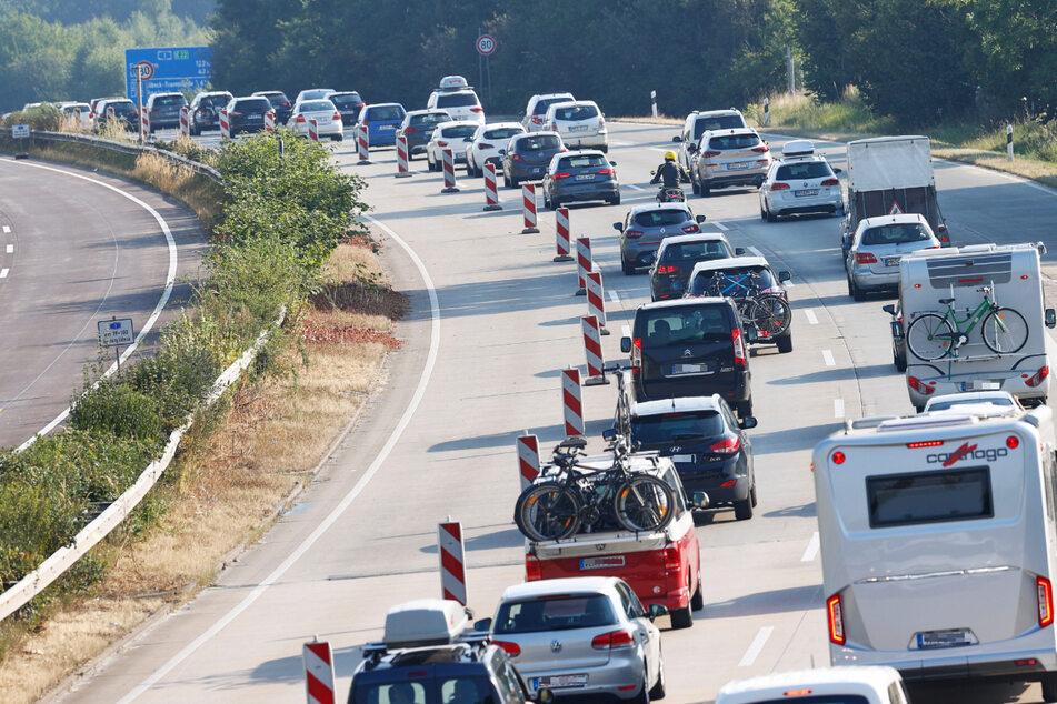 Ostsee-Urlauber aufgepasst! Hitzeschaden auf der A1, zwei Spuren gesperrt