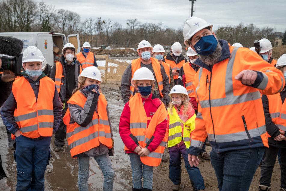 Oberbauleiter Andre Nürnberger (48) erklärte dem potenziellen Nachwuchs seine Baustelle.