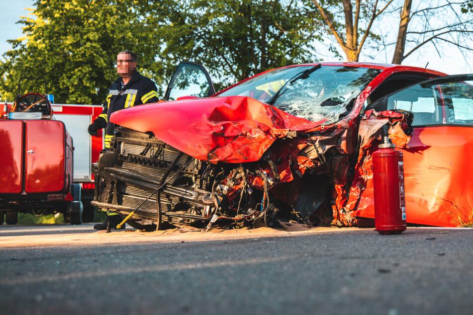 Im Landkreis hat sich am Montagabend ein schwerer Verkehrsunfall ereignet. Ein VW, ein Subaru und ein Dacia waren involviert.