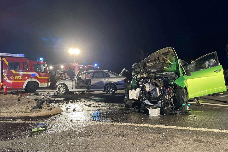 Sowohl die 51-jährige Autofahrerin, als auch der 20-jährige Fahrer, wurden bei dem Unfall schwer verletzt.