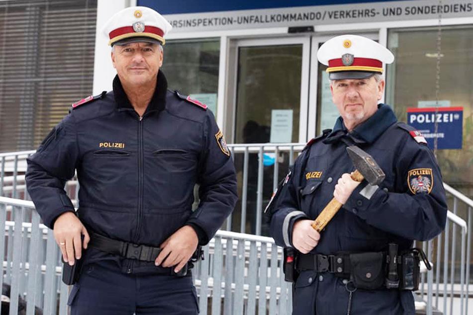 Gleich zweimal: Polizisten retten Autofahrer mit Hammer das Leben!