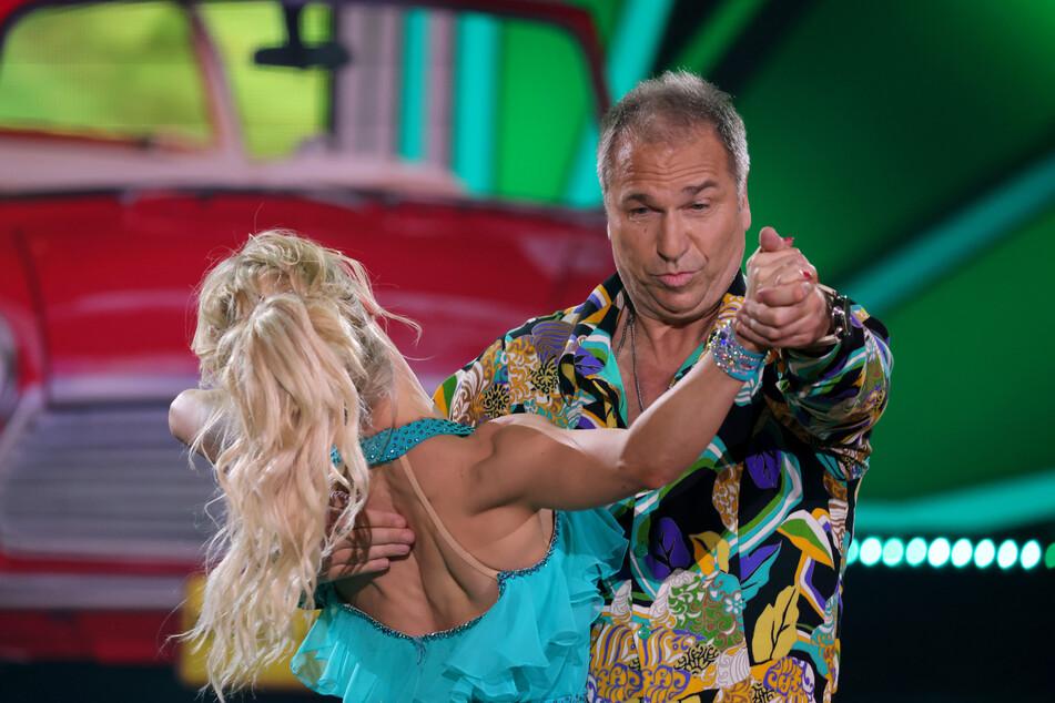 """Kai Ebel (56) bewegte sich wie ein """"Rübezahl""""mit Tanzpartnerin Kathrin Menzinger"""