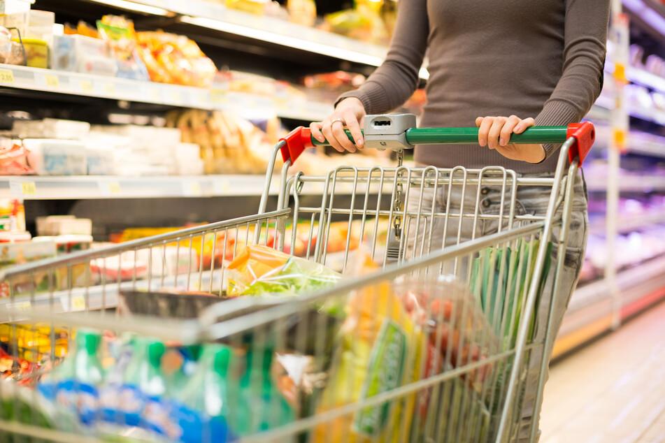 Laut dem Marktforschungsinstitut Nielsen landen in Corona-Zeiten teilweise etwas ungewöhnliche Dinge im Einkaufswagen.