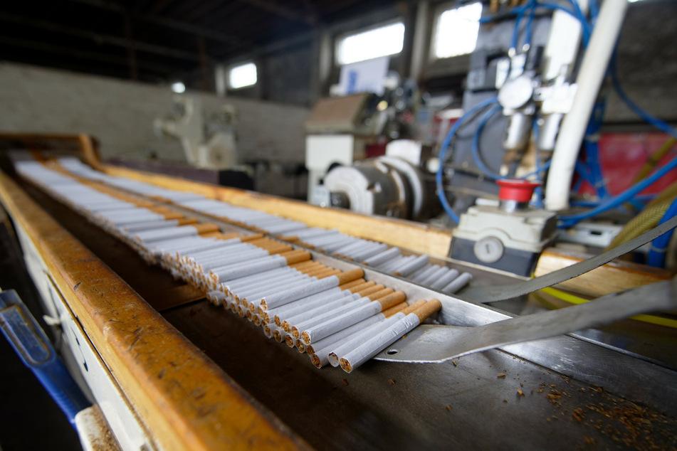 In der illegalen Fabrik wurden wöchentlich rund zehn Millionen Zigaretten produziert. (Archivfoto)