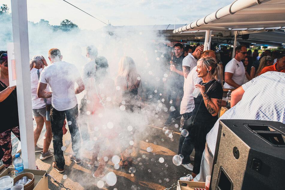 Seifenblasen und eine große Musikanlage sorgten für beste Stimmung bei den Partypeople.