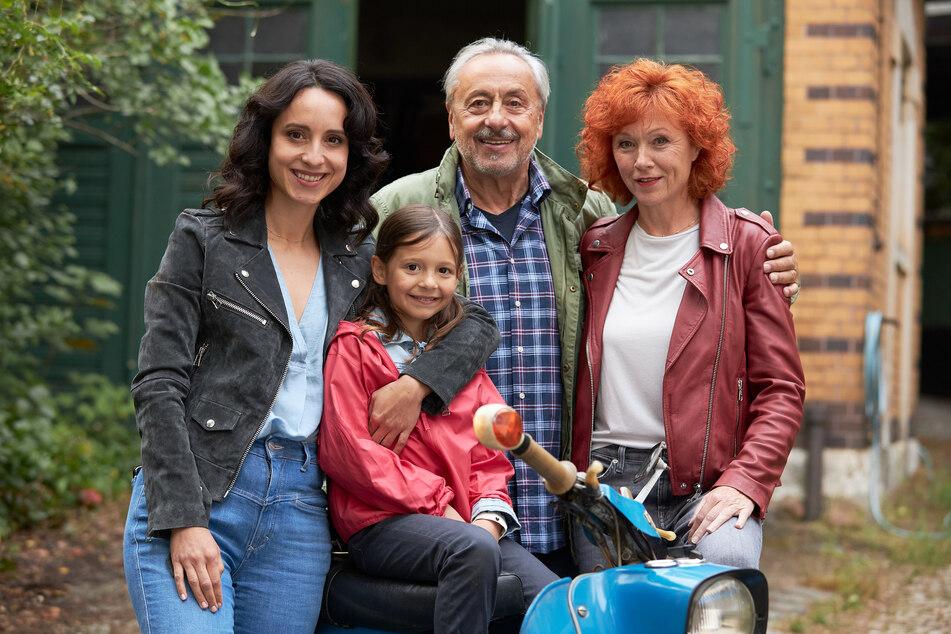 """Wieder gemeinsam für die ZDF-Krimi-Serie """"Stubbe"""" vor der Kamera: Stephanie (36, l.) und ihr Vater Wolfgang """"Stumpi"""" Stumph (74)."""