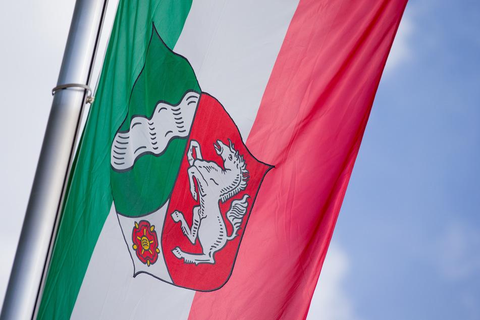Flaggen auf halbmast: Nordrhein-Westfalen trauert um die Corona-Toten