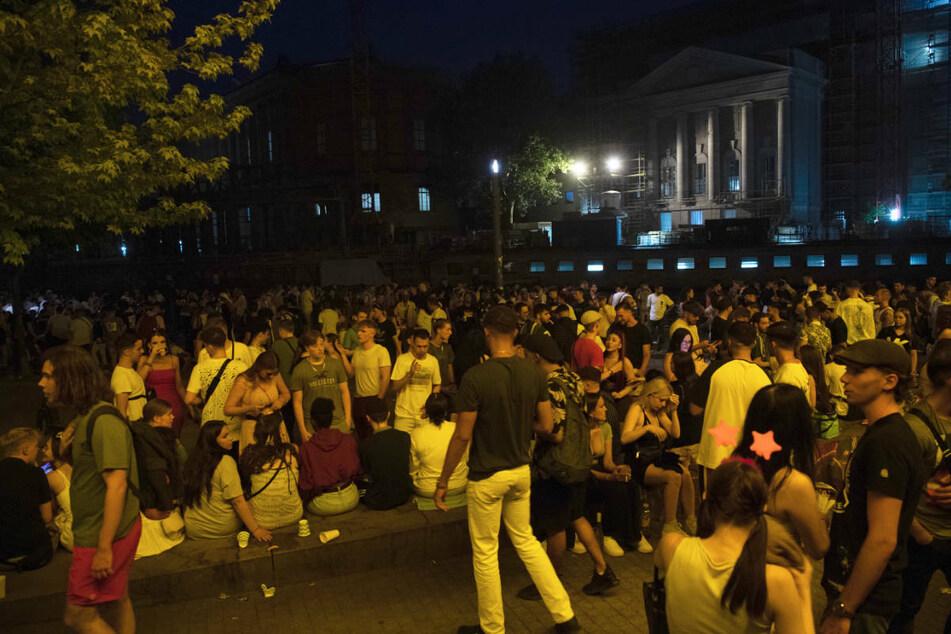 Im James-Simon-Park kommen immer wieder Jugendliche zusammen, um gemeinsam zu feiern. Dabei wurden erst Ende Juni Polizisten mit Flaschen beworfen und Polizeiwagen beschädigt. (Archivfoto)
