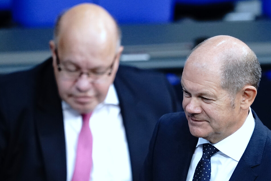 Das Finanz- und das Wirtschaftsministerium des Bundes, geführt von Olaf Scholz (r, 63, SPD) und Peter Altmaier (63, CDU), gaben die Neuigkeiten bekannt.