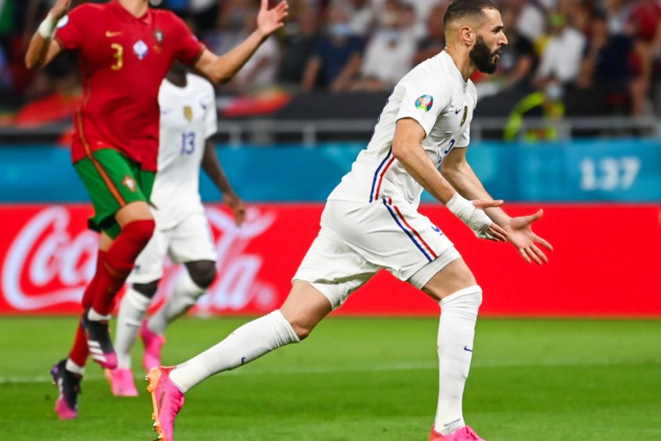 Nach diskussionswürdiger Elfmeterentscheidung bejubelt Frankreich-Star Karim Benzema seinen Treffer zum 1:1.